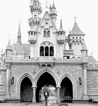 Walt-Disney-Disneyland-Castle